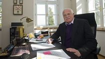 Bval prezident Vclav Klaus zapzoval ve sv nov pracovn.