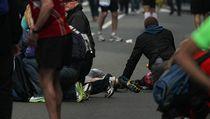 Zranění lidé a chaos na místě výbuchu v Bostonu.