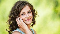 Volání s mobilem - ilustra�ní foto | na serveru Lidovky.cz | aktu�ln� zpr�vy