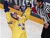 Slavící hokejista �védska Henrik Sedin