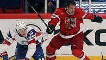 Český hokejista Jan Hejda (vpravo) a Nor Anders Bastiansen