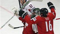 Hokejisté �výcarska Raphael Diaz (vpravo) a branká� Martin Gerber se radují | na serveru Lidovky.cz | aktu�ln� zpr�vy