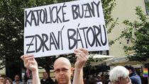 Martin C. Putna v roce 2011 na Gay pride s transparentem. | na serveru Lidovky.cz | aktu�ln� zpr�vy