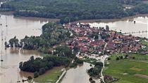 Zaplavená krajina u M�lníka. | na serveru Lidovky.cz | aktu�ln� zpr�vy