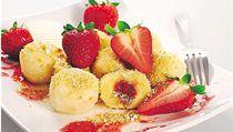 Jahody nejlépe dopl�uje smetana, cukr, vanilka �i sko�ice. Kdo má rad�ji netradi�ní receptury, m�e zkusit t�eba jahodový �tatarák� nebo p�edkrm ochucený pep�em �i sladkým balsamikem.  | na serveru Lidovky.cz | aktu�ln� zpr�vy