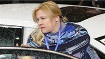 Vrchní �editelka kabinetu premiéra Petra Ne�ase Jana Nagyová vystupuje z auta v Bruselu 7. února p�ed jednáním evropského summitu. | na serveru Lidovky.cz | aktu�ln� zpr�vy