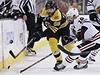 �eský hokejista Bostonu Bruins Jaromír Jágr (vlevo) a Patrick Sharp z Chicaga Blackhawks | na serveru Lidovky.cz | aktu�ln� zpr�vy