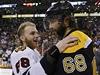 �eský hokejista Bostonu Bruins Jaromír Jágr (vpravo) a Patrick Kane z Chicaga Blachawks | na serveru Lidovky.cz | aktu�ln� zpr�vy