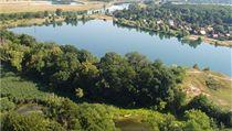 Jezero Sadská je p�íjemným místem pro odpo�inek v horkých letních dnech. | na serveru Lidovky.cz | aktu�ln� zpr�vy