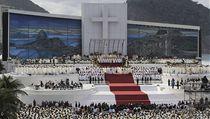 Pape� Franti�ek slou�í slavnostní m�i na plá�i Copabana. Uzavírá tak jak leto�ní Sv�tové dny mláde�e, tak svou v�bec první zahrani�ní cestu. | na serveru Lidovky.cz | aktu�ln� zpr�vy