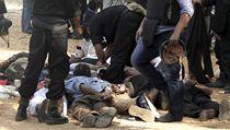 Krvav� bilance jedin�ho dne. Egypt po��t� mrtv� na stovky