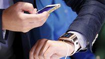 """Samsung jako prvn� z technologick�ch gigant� p�edstavil svou verzi """"chytr�ch"""" n�ramkov�ch hodinek Galaxy Gear."""