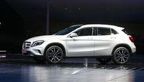 P�edstavitel firmy Daimler Dieter Zetsche prezentuje nový SUV Mercedes GLA.  | na serveru Lidovky.cz | aktu�ln� zpr�vy