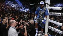 1. Floyd Mayweather - americk� boxer. Celkov� p��jem za minul� rok: 105 milion� dolar�, z toho si vyd�lal p��mo sportem: 105 milion� dolar�.