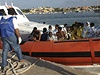 U ostrova Lampedusa ztroskotala lo�. Vezla 650 uprchl�k�