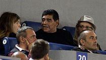 Legendární argentinský fotbalista Diego Maradona (uprostřed)