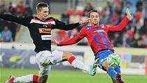 Fotbalista Plzně Marek Bakoš (vpravo) a Milan Škoda ze Slavie