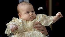 Princ George v náručí svého otce Wiliama.