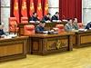 Kim Čong-un (uprostřed) na zasedání politbyra