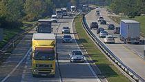 Smrtelná nehoda uzav�ela silnici na Prahu. | na serveru Lidovky.cz | aktu�ln� zpr�vy