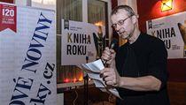 Vít�zem se stal Bohdan Chlíbec s aktuální básnickou sbírkou Zimní dv�r. Cenu za n�j od lo�ského laureáta Milo�e Dole�ala nakladatel Martin Reiner (proná�í zdravice). | na serveru Lidovky.cz | aktu�ln� zpr�vy