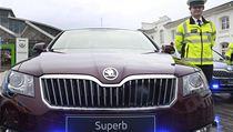 �kody Superb pos�l� st�vaj�c� vozov� park policie, kter� ��t� 34 vozidel zna�ky Volkswagen Pasat.