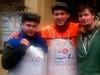 Prodejci kapr� p�ed vegetariánskou restaurací v B�lehradské ulici v Praze 2. | na serveru Lidovky.cz | aktu�ln� zpr�vy