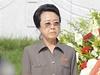 Kim Čong-un (vpravo) se svou tetou Kim Kjong-hi (vlevo) na archivním snímku. Uprostřed premiér KLDR Pak Pong-ju.