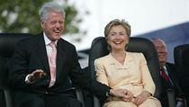 Man�elé Hillary a Bill Clintonovi na archivním snímku z roku 2005. | na serveru Lidovky.cz | aktu�ln� zpr�vy
