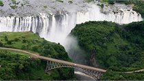Most p�es �eku spojuje Zimbabwe se Zambi�.