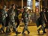 Čínská ozbrojená policie v Sin-ťiangu.