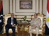 Generál Abdal Fatáh Sísí (vpravo) s libyjským premiérem Alí Zajdánem.