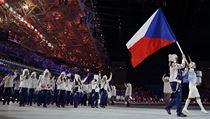 Šárka Strachová přivádí českou výpravu na slavnostní zahájení XXII. zimních olympijských her
