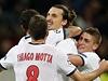 Je tam! Zlatan Ibrahimovič (uprostřed) slaví se spoluhráči.