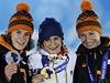Medailistky ze z�vodu na 5000 metr�: Ireen W�stov�, Martina S�bl�kov� a Carien Kleibeukerov�