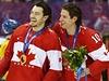 Drew Doughty a Patrick Sharp slaví olympijské zlato