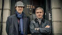 Benedict Cumberbatch (Sherlock Holmes) a  Martin Freeman (John Watson),
