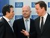 Generální tajemník NATO Anders Fogh Rasmussen, britský ministr William Hague a premiér David Cameron debatovali na konci března v Londýně, jak se vypořádat s Muammarem Kaddáfím. Ukazuje se, že drastické škrty v britské armádě i snižování výdajů na obranu v členských zemích aliance mají výrazně negativní vliv na průběh operace v Libyi, kde Kadáfího režim stále odolává.