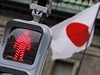 Obavy, �e Japonsko nebude schopn� ufinancovat sv�j ob�� dluh, s�l�. Vl�da ji� nem� velk� man�vrovac� prostor, proto chce zv�it dan�.