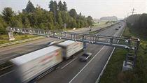 Na dálnicích a rychlostních komunikacích se nyní pou�ívá mikrovlnná technologie dodaná firmou Kapsch. P�ijde zm�na na satelit? | na serveru Lidovky.cz | aktu�ln� zpr�vy