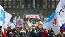 Demonstranti na protestní akci Stop Vlád� 24. dubna 2012 na Václavském nám�stí v Praze   na serveru Lidovky.cz   aktu�ln� zpr�vy