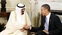 Od lo�ské zimy se Saúdové systematicky sna�í Západ p�esv�d�it, �e Ba�ár Asad p�ekro�il chemickou ��ervenou �áru� vyty�enou prezidentem Barackem Obamou (na snímku se saúdským králem Abduláhem). | na serveru Lidovky.cz | aktu�ln� zpr�vy