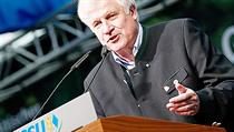Bavorský premiér a �éf CSU Horst Seehofer p�ed zemskými volbami nabízí v�e pro ka�dého, v�etn� tradi�ních levicových lákadel. A voli�i na to sly�í. | na serveru Lidovky.cz | aktu�ln� zpr�vy