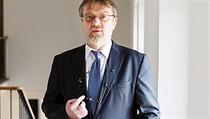 Stanislav �tech je profesorem pedagogické psychologie od roku 2007, ale ji� �ty�i roky p�edtím se stal prorektorem UK. Je d�stojníkem �ádu akademických palem Francouzské republiky. | na serveru Lidovky.cz | aktu�ln� zpr�vy