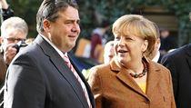 N�mecká kanclé�ka a �éfka CDU Angela Merkelová ji� s p�edsedou SPD Sigmarem Gabrielem zahájila koali�ní rozhovory (na snímku z 30. �íjna p�ed sídlem SPD v Berlín�). | na serveru Lidovky.cz | aktu�ln� zpr�vy