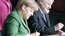 N�mecká kanclé�ka Angela Merkelová (CDU) a �éf sociálních demokrat� Sigmar Gabriel p�i podpisu koali�ní smlouvy. | na serveru Lidovky.cz | aktu�ln� zpr�vy