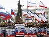 Z�plava rusk�ch a krymsk�ch vlajek na prorusk� demonstraci v Simferopolu.