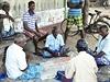 Uzavřený pánský klub. Pohoda na ulici v Jaffně.