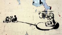 Stencil z pra�ské zdi, na n�m� si neznámý um�lec tropí �erty z prezidenta Milo�e Zemana, jen� za pomoci ochranky brázdil rybník v nafukovacím �lunu. Na své tahouny k�i�í: �Na B�lehrad!� | na serveru Lidovky.cz | aktu�ln� zpr�vy