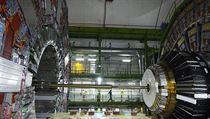 Detektor �ástic Compact Muon Solenoid (CMS), který je sou�ástí hadronového urychlova�e LHC. | na serveru Lidovky.cz | aktu�ln� zpr�vy